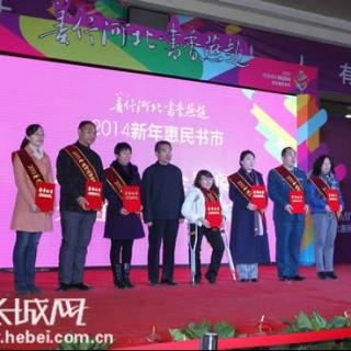 """""""全国百名优秀志愿者""""王星焱及妻子董鹤上榜,成该市唯一入选的家庭."""