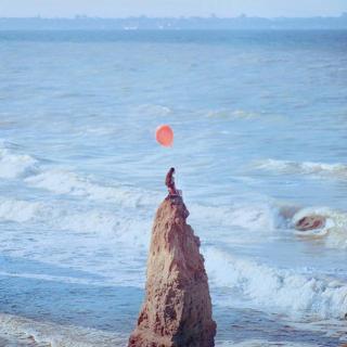 爱情是孤独的证明。