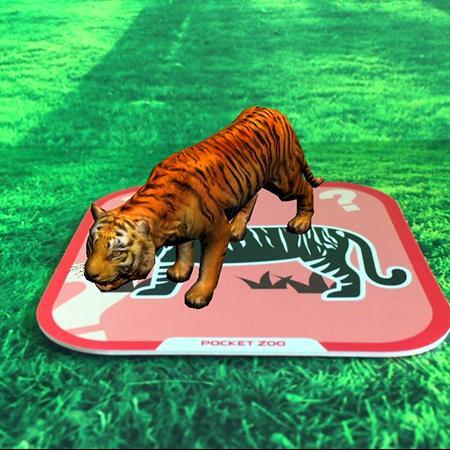 """""""   狮子叔叔听了小老虎的话,不但没有责备他,反而摸了摸小老虎的头"""