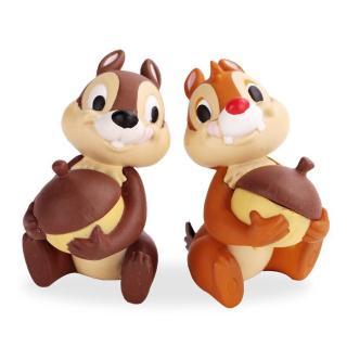 两只小松鼠