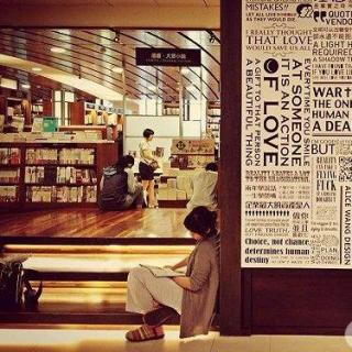 能想到最浪漫的事,是和你一起逛书店——骚动人间vol.15