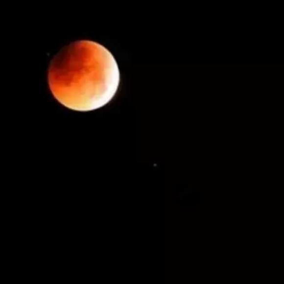 你知道,那是我见过的最圆的月亮.