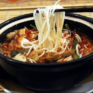 Paladar chino: Guoqiao mixian, fideos de arroz, 过桥米线