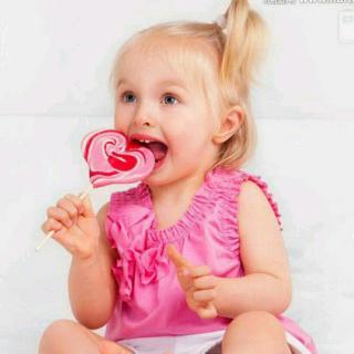 可爱宝宝吃糖图片