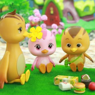 美佳妈妈带着小鸡们去野餐,萌鸡小队找了汉堡水果果汁和蛋糕