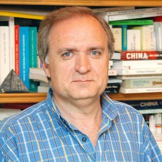 Académico español: Dos sesiones, muchas decisiones