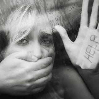 在这个冷漠的社会里,该恐惧的绝不只是女性