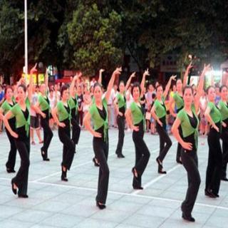 天下新知:大妈们跳广场舞对身体真的好处?