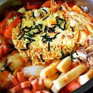 【聽美食】餓意滿滿的韓式芝士烏冬雞肉