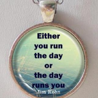 【英语1+1】要嘛你掌控着日子,要嘛让日子掌控你。