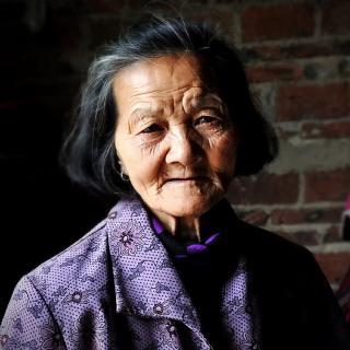 每日一诗:阿婆的故事