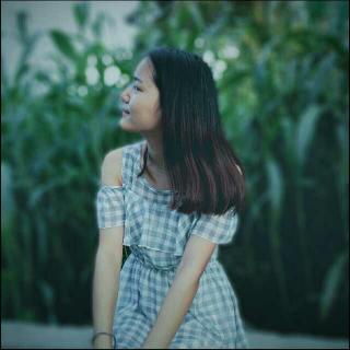 她谈了一场只有一个人的恋爱