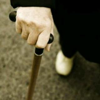 听诗 第一次看见父亲拄着拐杖