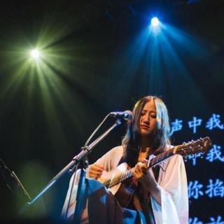"""Cantando en chino: Wonderful Keeping Power, """"La Capacidad Mágica"""", 奇妙能力歌"""