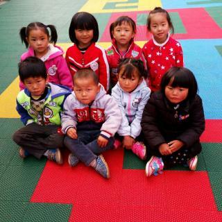 沾益区白水镇爱心幼儿园中一班《幸福的一家》