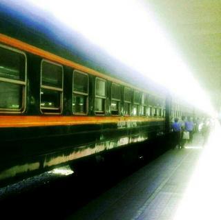 付志勇《想和你坐一列绿皮老火车》诵读:瑛子