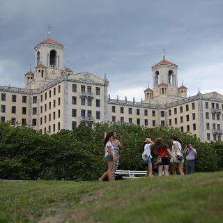 Con tecnología china, Cuba produce muebles para el turismo