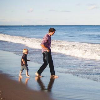 主播云湾:每一对父母,都欠孩子一句表扬