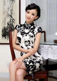 《母亲的旗袍》作者:墨尚江南