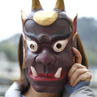 Máscaras que espantan la pobreza