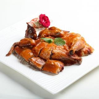Cadena de pollo frito abierta por nutricionista aspira a competir con KFC