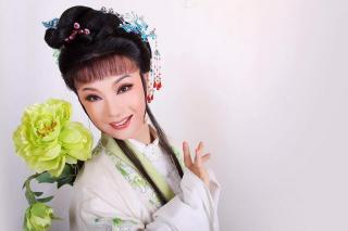 王杭娟-千年白蛇峨嵋修(六级)