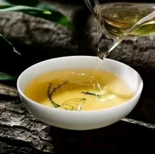 《初夏,惬意茶的一味》   作者:墨海拾经