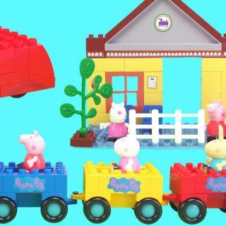 小猪佩奇和朋友们坐车去游玩积木玩具