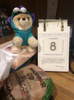 双层皇堡+鸡块~【今天有点吵】