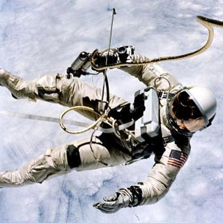 宇航员在宇宙飘走的悲催后果……