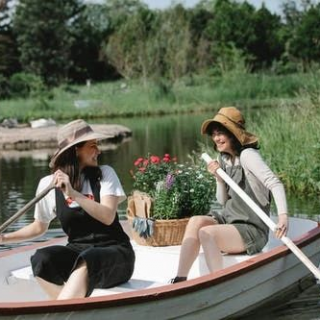 张爱玲:两个女人,从闺蜜到陌路