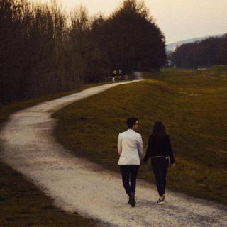 好的爱情不需仰望也不需俯视
